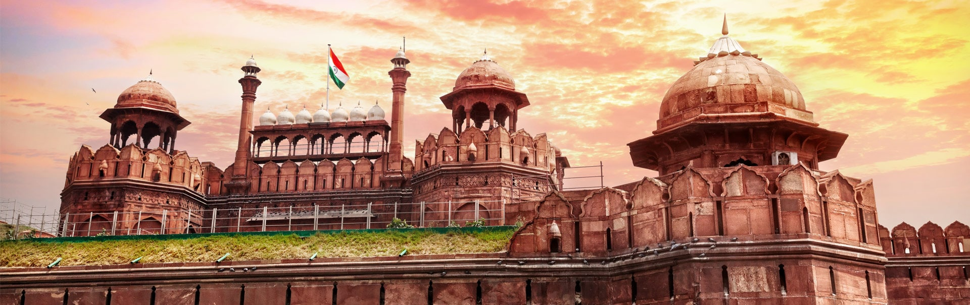 imageUrlhttps://img.veenaworld.com/customized-holidays/india/north-india/shni2/shni2-bnn-1.jpg