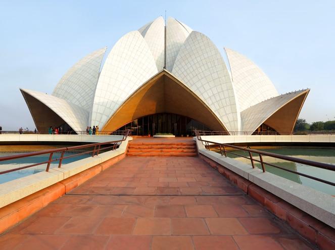 Visit Lotus Temple in Delhi