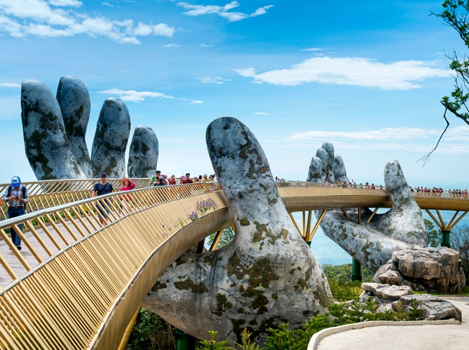 golden bridge da nang vietnam