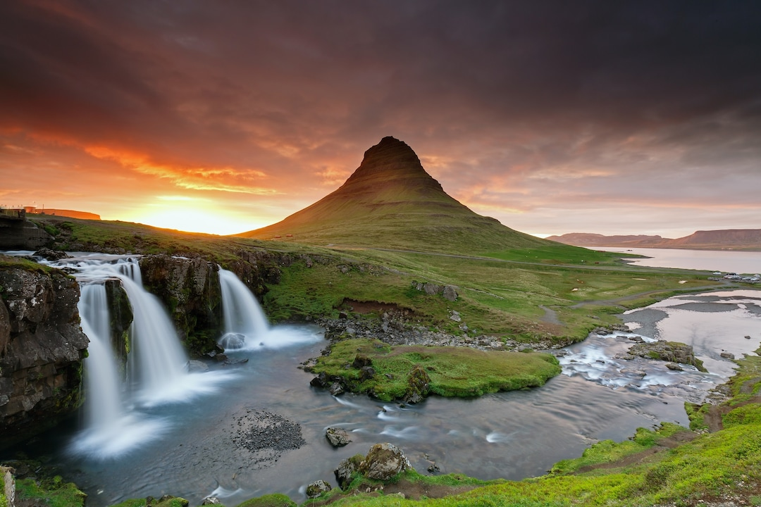 Iceland's Waterfalls & Beaches – There's More To Iceland Than Ice!