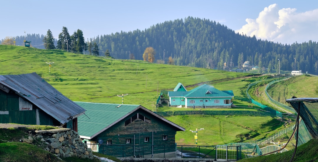 Gulmarg – Ski your way into each other's hearts